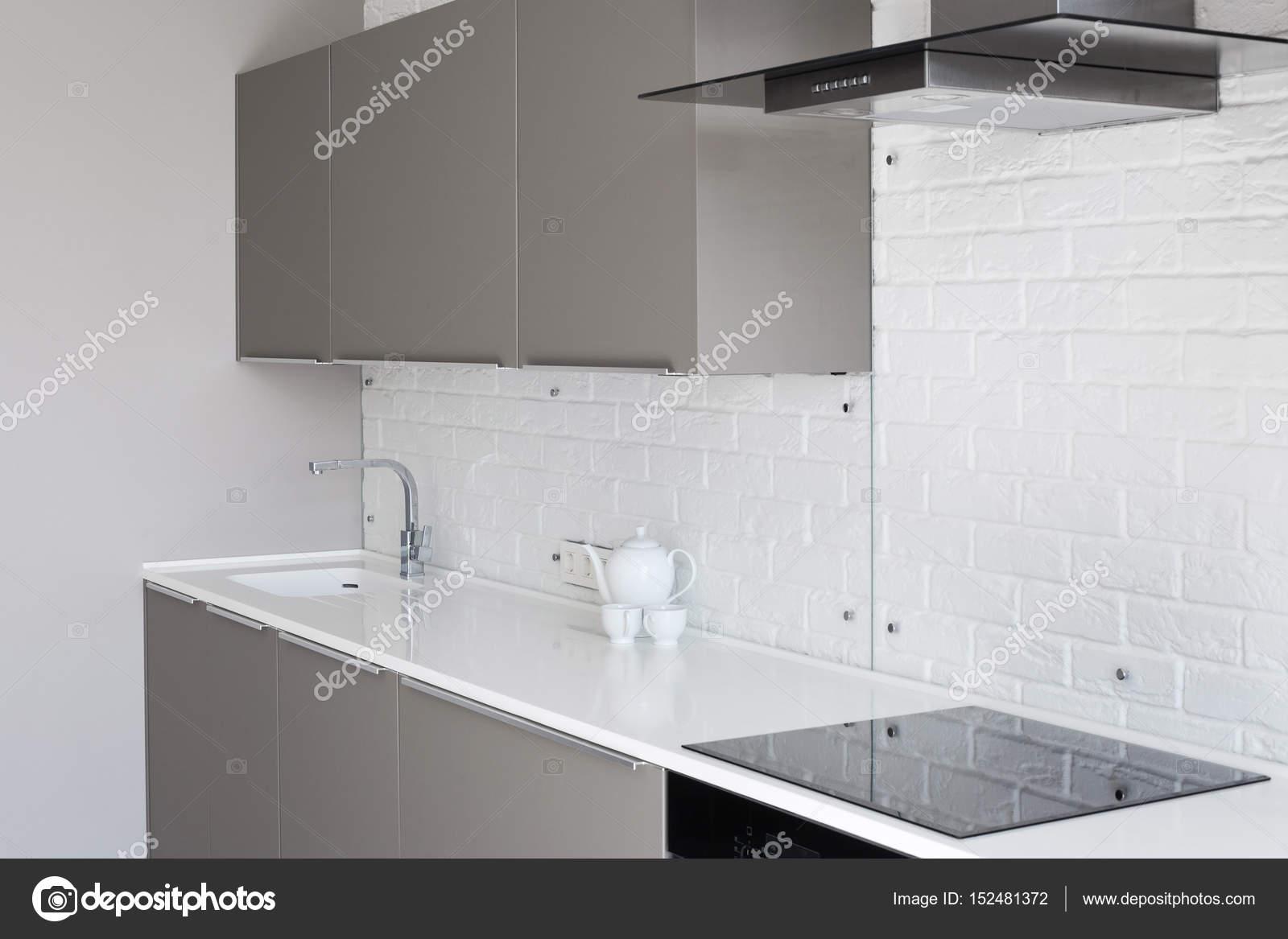Weiße Neuen, Modernen Küche Mit Theke Und Auspuff Haube U2014 Stockfoto