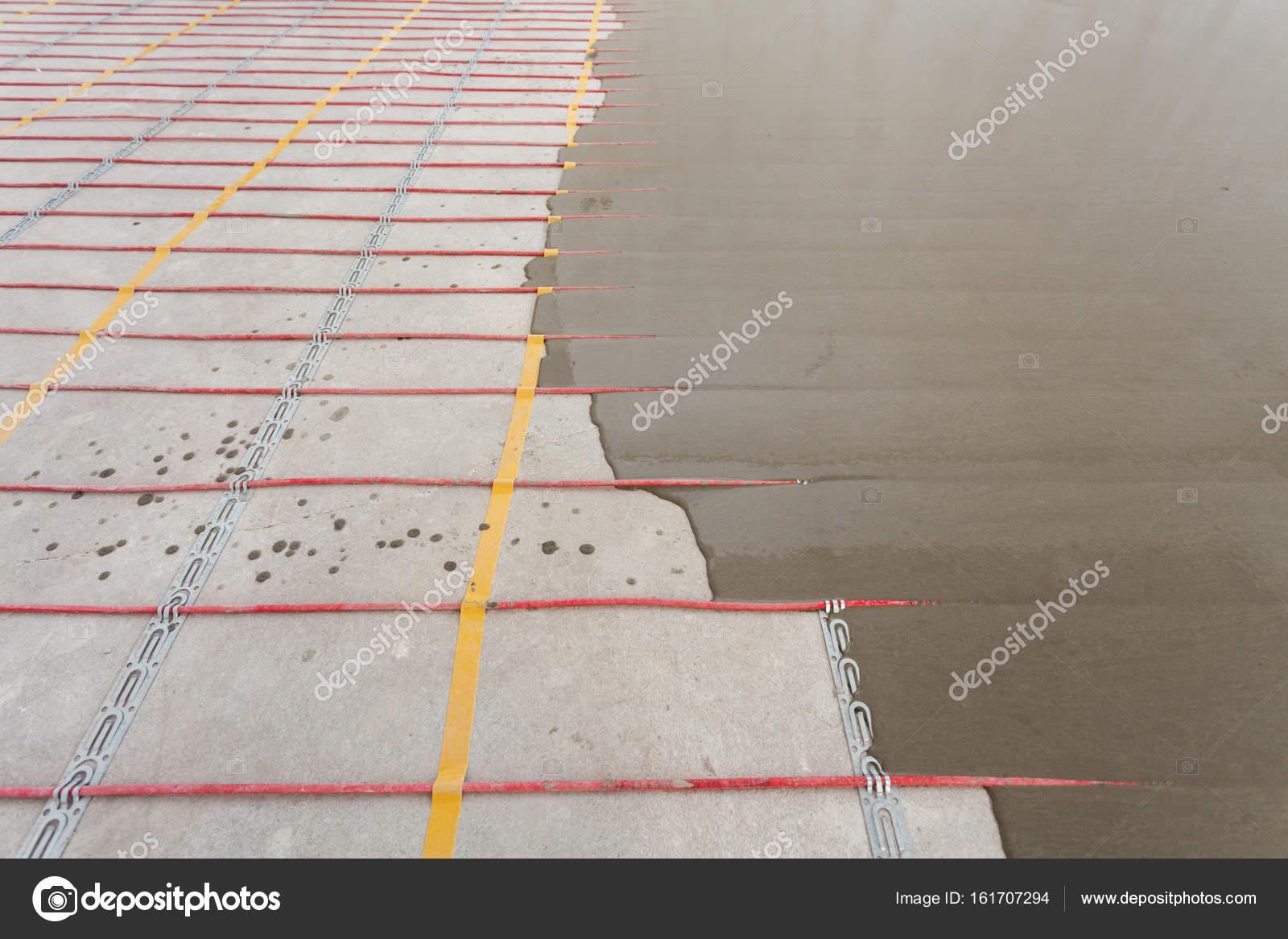 Exceptional Elektrische Fußbodenheizung System Installation Im Neuen Haus. Nahaufnahme  Von Beton Und Rote Elektrische Leitungen U2014 Foto Von Brizmaker