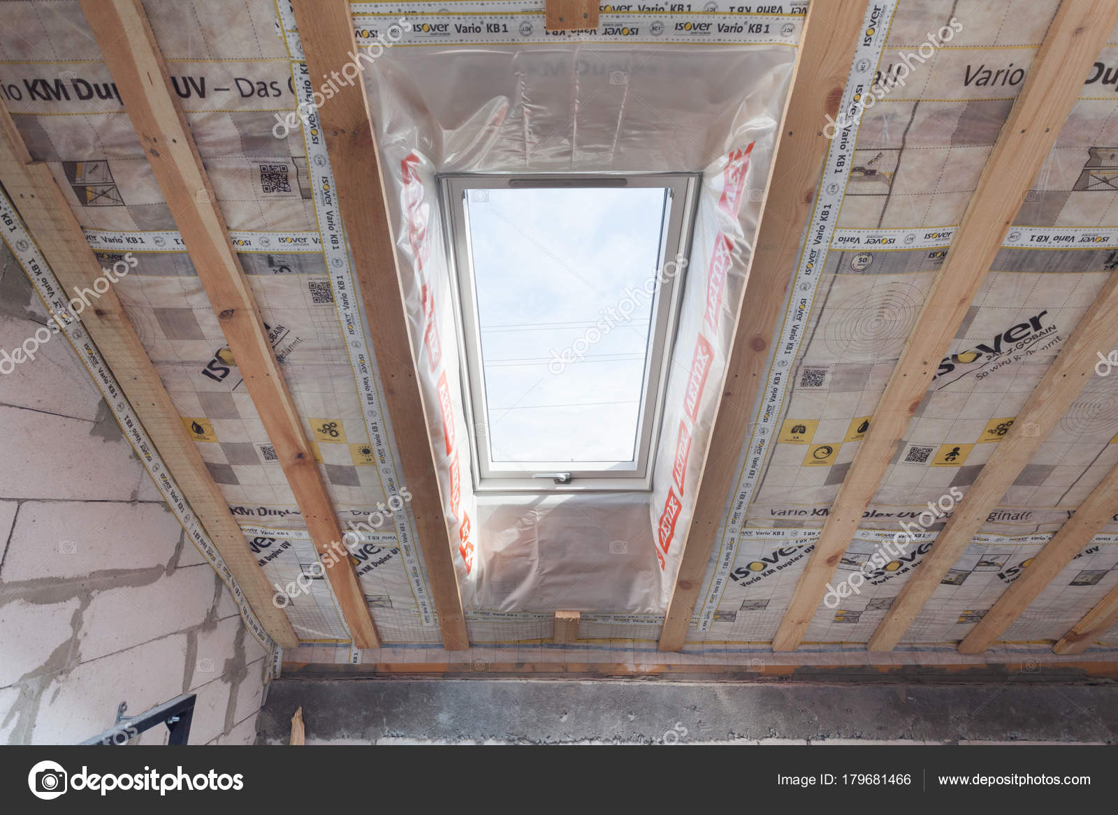 Tragaluz casa del libro buhardilla con ventana del tragaluz eficiente ambientalmente amigable - Ventanas de buhardilla ...