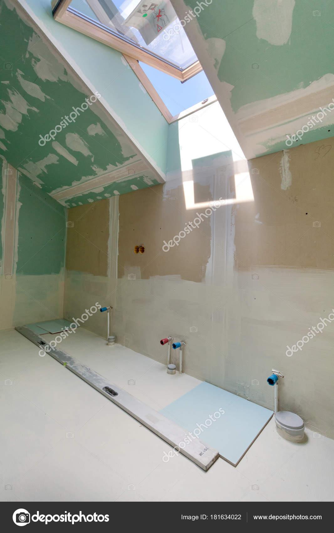 Ausbauarbeiten Renovierte Wohnung Installation Von Rohren Badezimmer ...