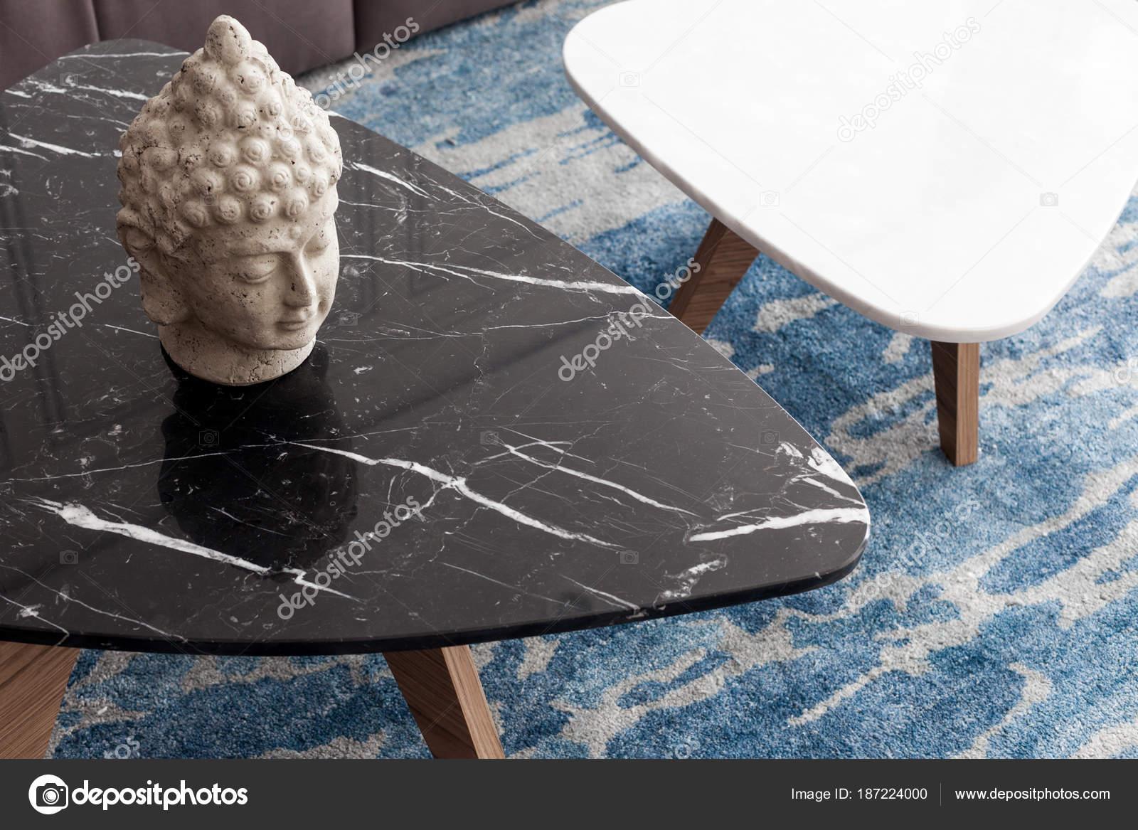 Sgabello moderno due fatto basamenti pietra artificiale bianchi