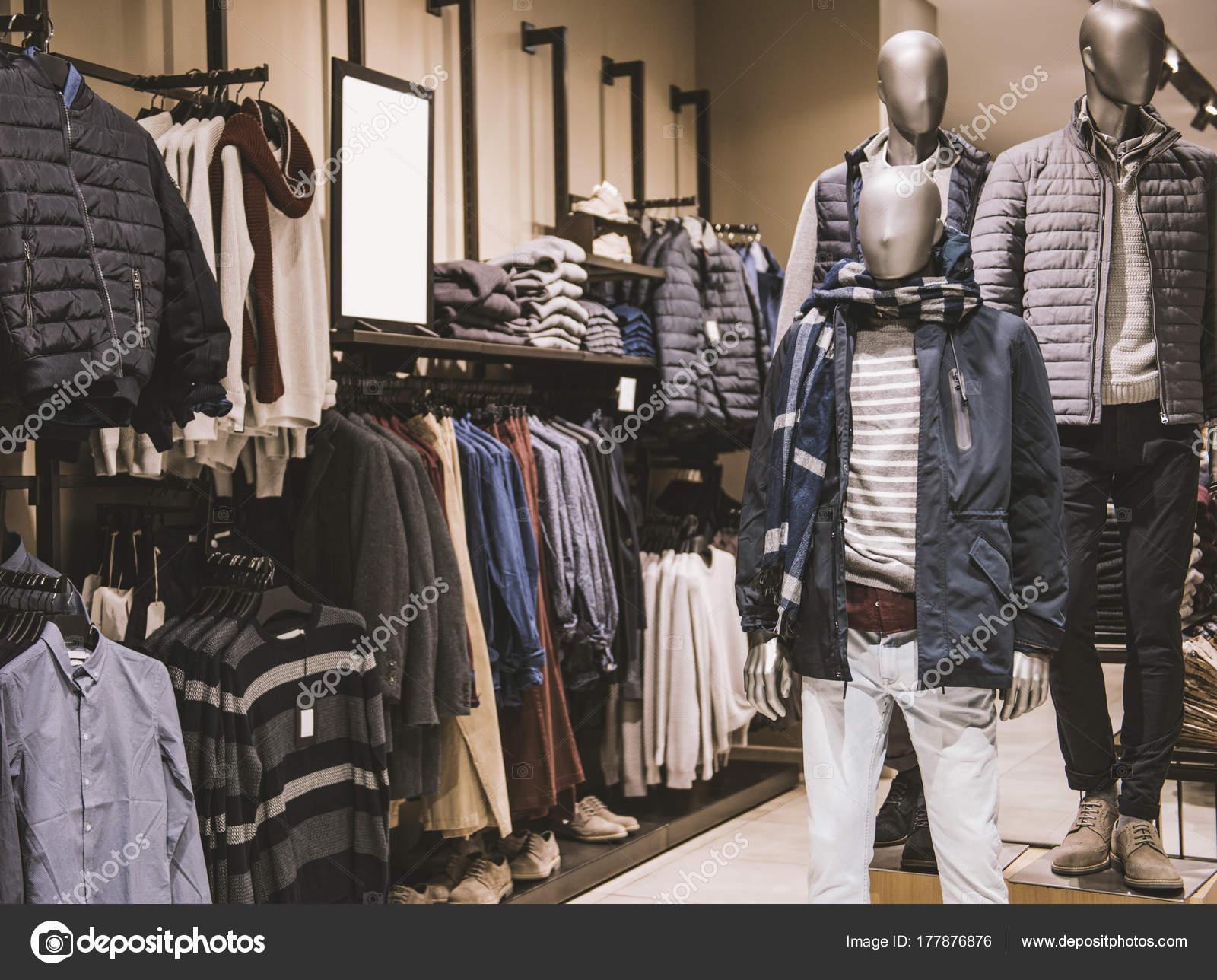 8e78b58ec9 Tienda en una tienda de ropa de hombres - fotos: tiendas de ropa de hombre  — Foto de AGCreativeLab