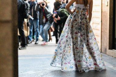 Sokak tarzı kıyafetler ve aksesuar ayrıntıları - Sokak stili sol 2020