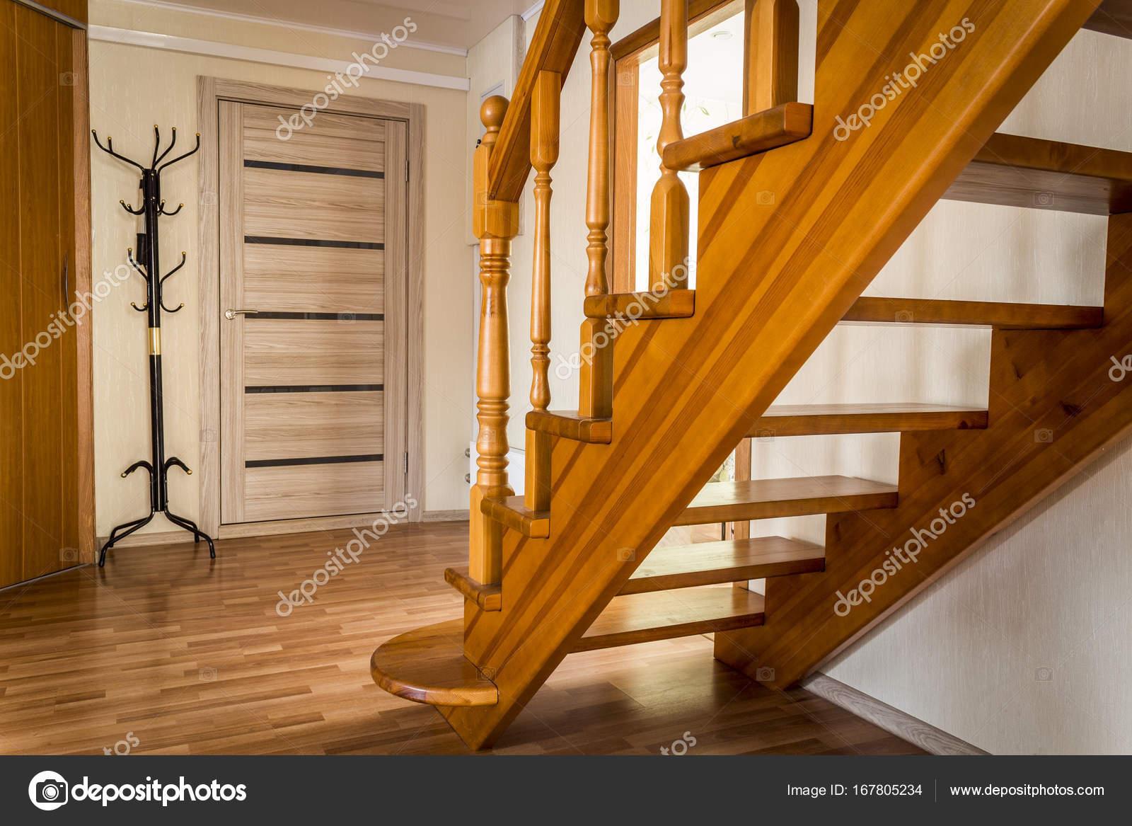 Pasos escalera madera pasos de escaleras madera foto for Escalera de madera 5 pasos