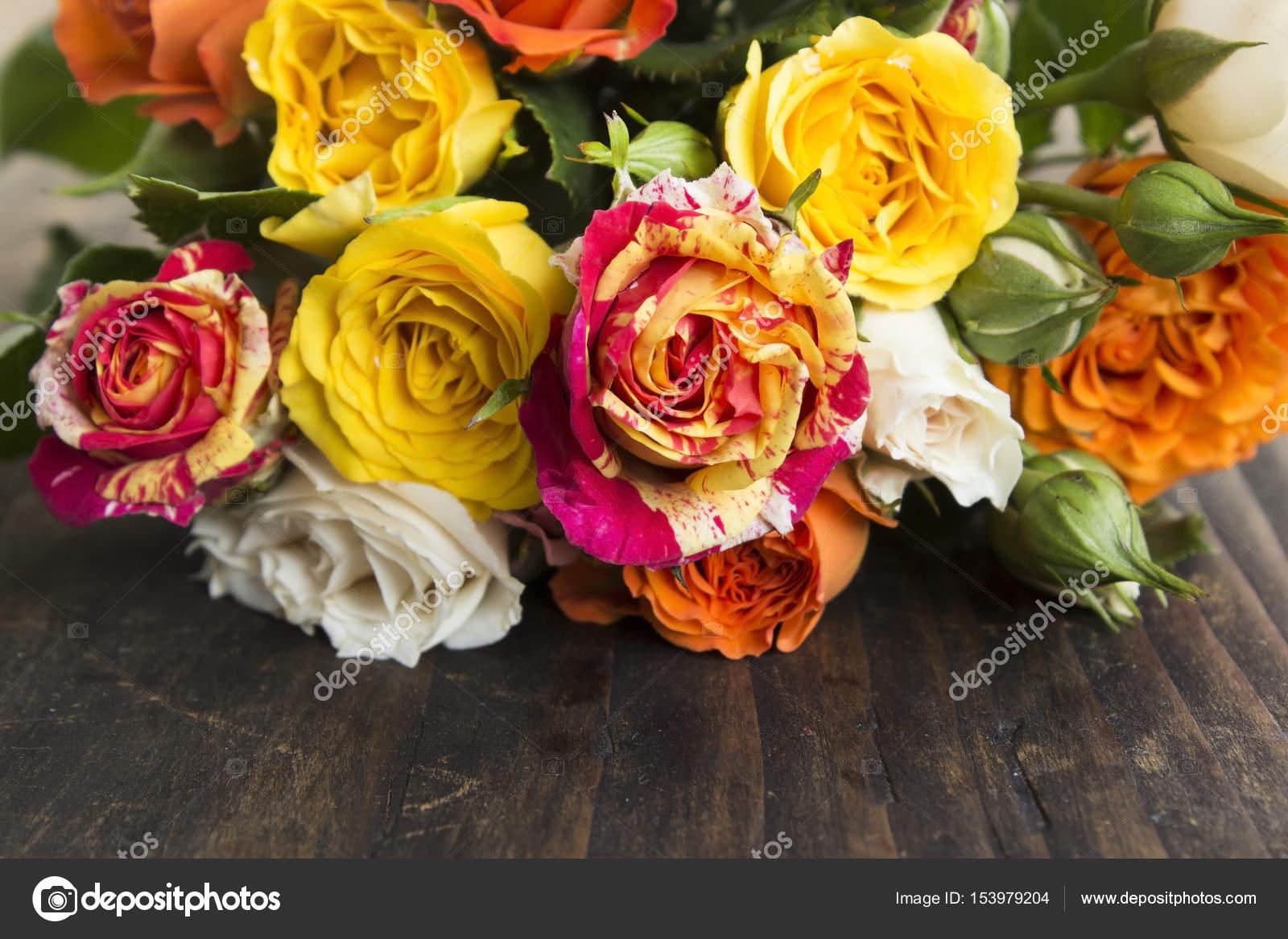 Bouquet De Roses Multicolores Photographie Simonida C 153979204