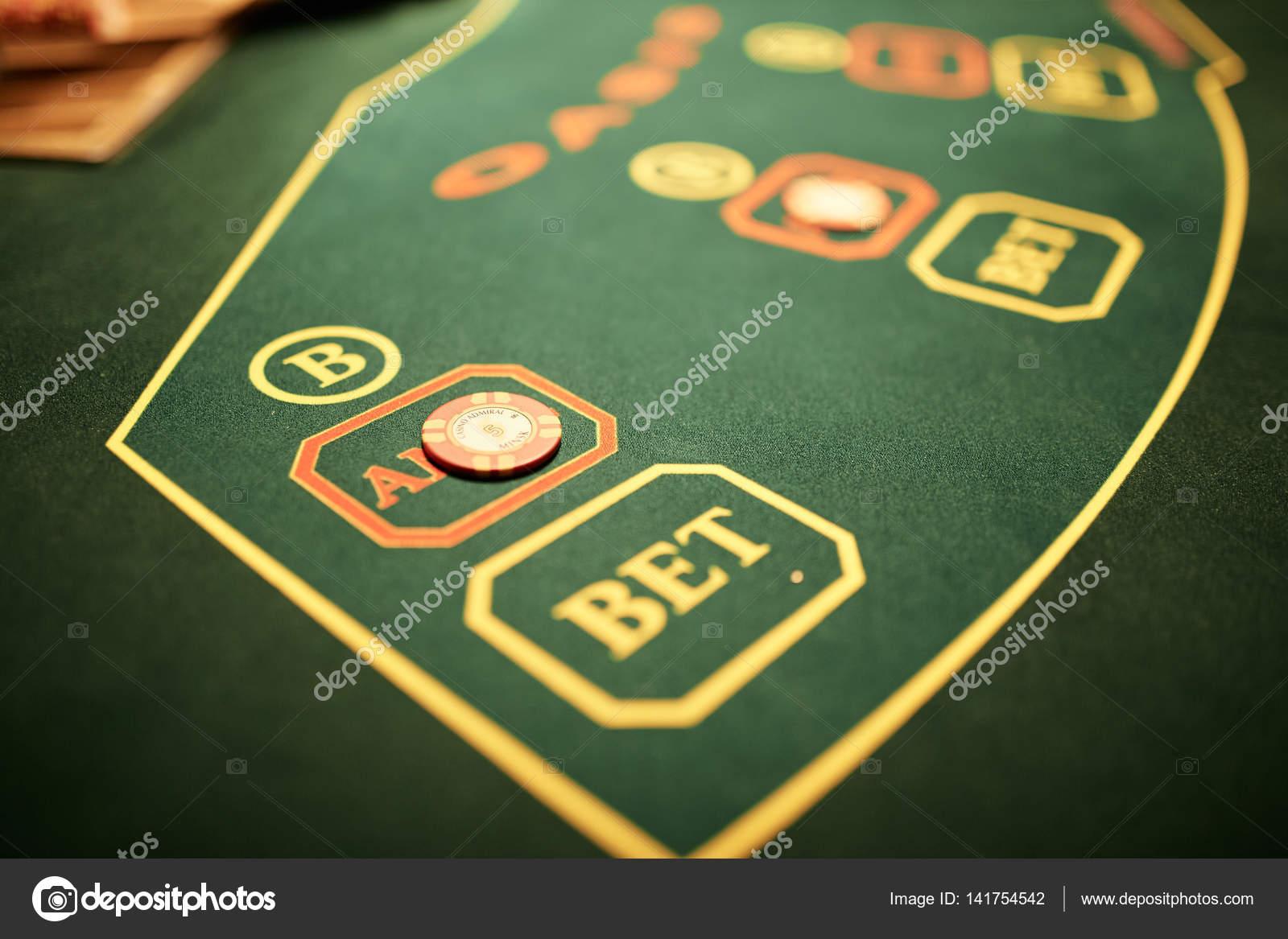 Стол в казино игровые автоматы играть без денег