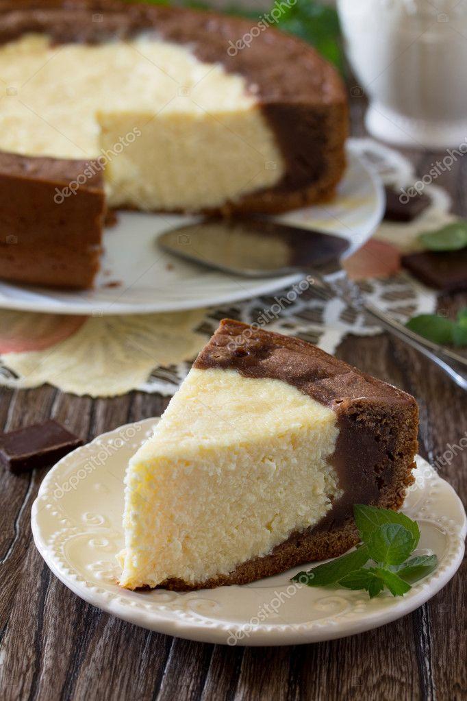 Kuchen Mit Frischkase Und Schokoladen Kasekuchen Auf Einem Tisch In