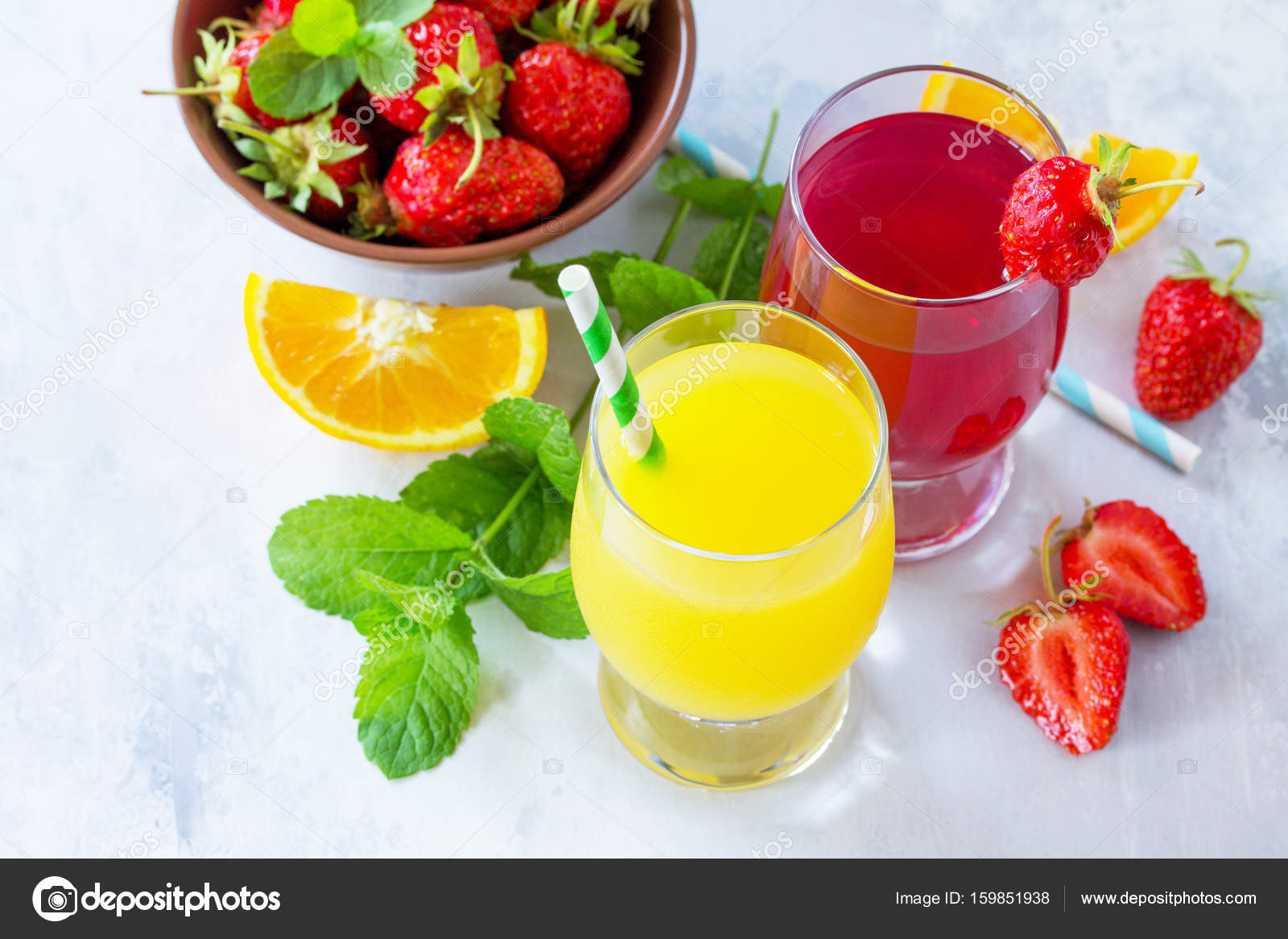 Erfrischende Sommer Getränke Sortiment. Orangensaft, Erdbeer-ju ...