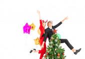 junges Paar tanzt gerne im neuen Jahr oder bei der Weihnachtsfeier
