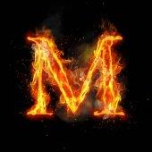 Fotografia Lettera M di bruciare la luce della fiamma del fuoco