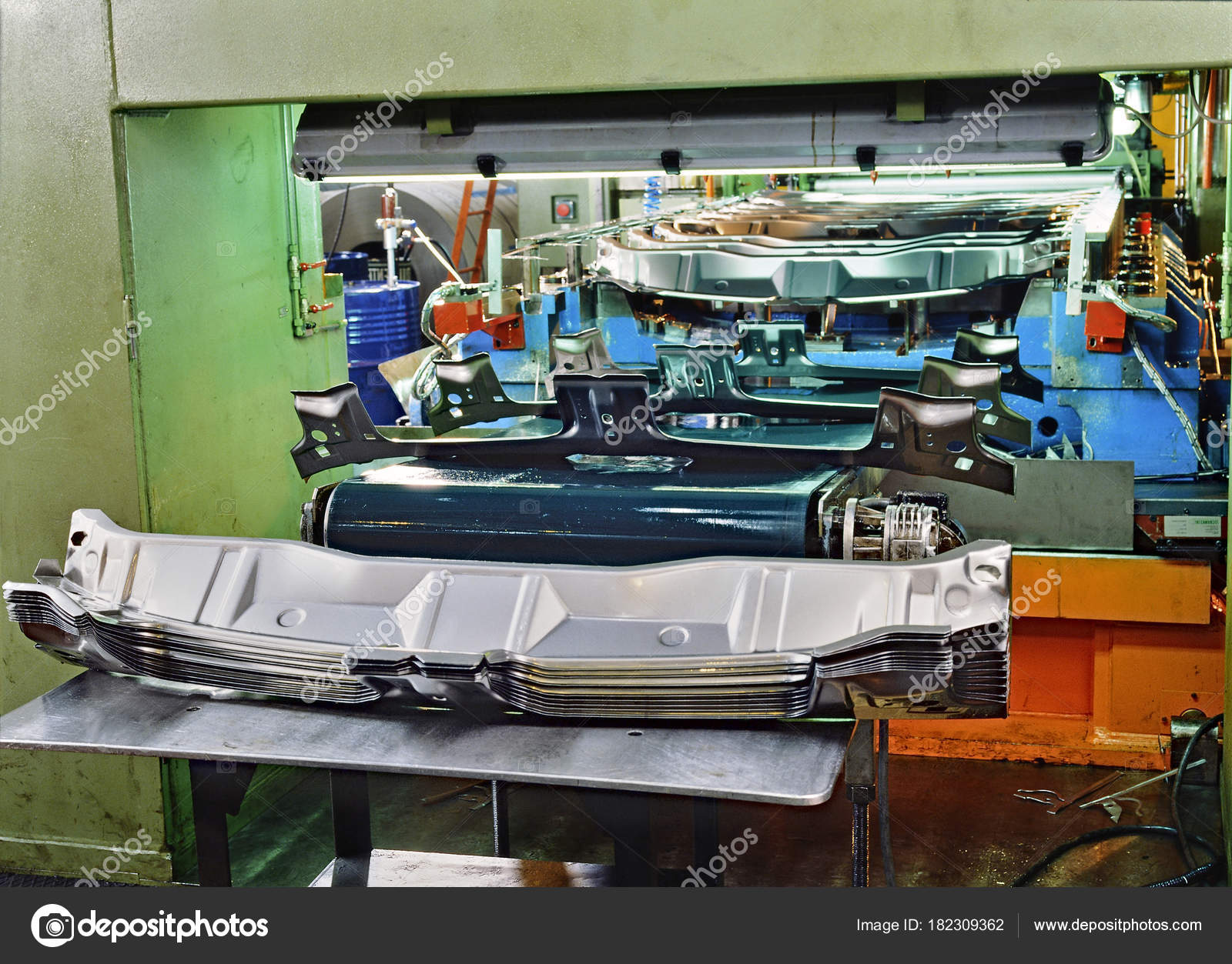 Industrial press for sheet metal stamping — Stock Photo