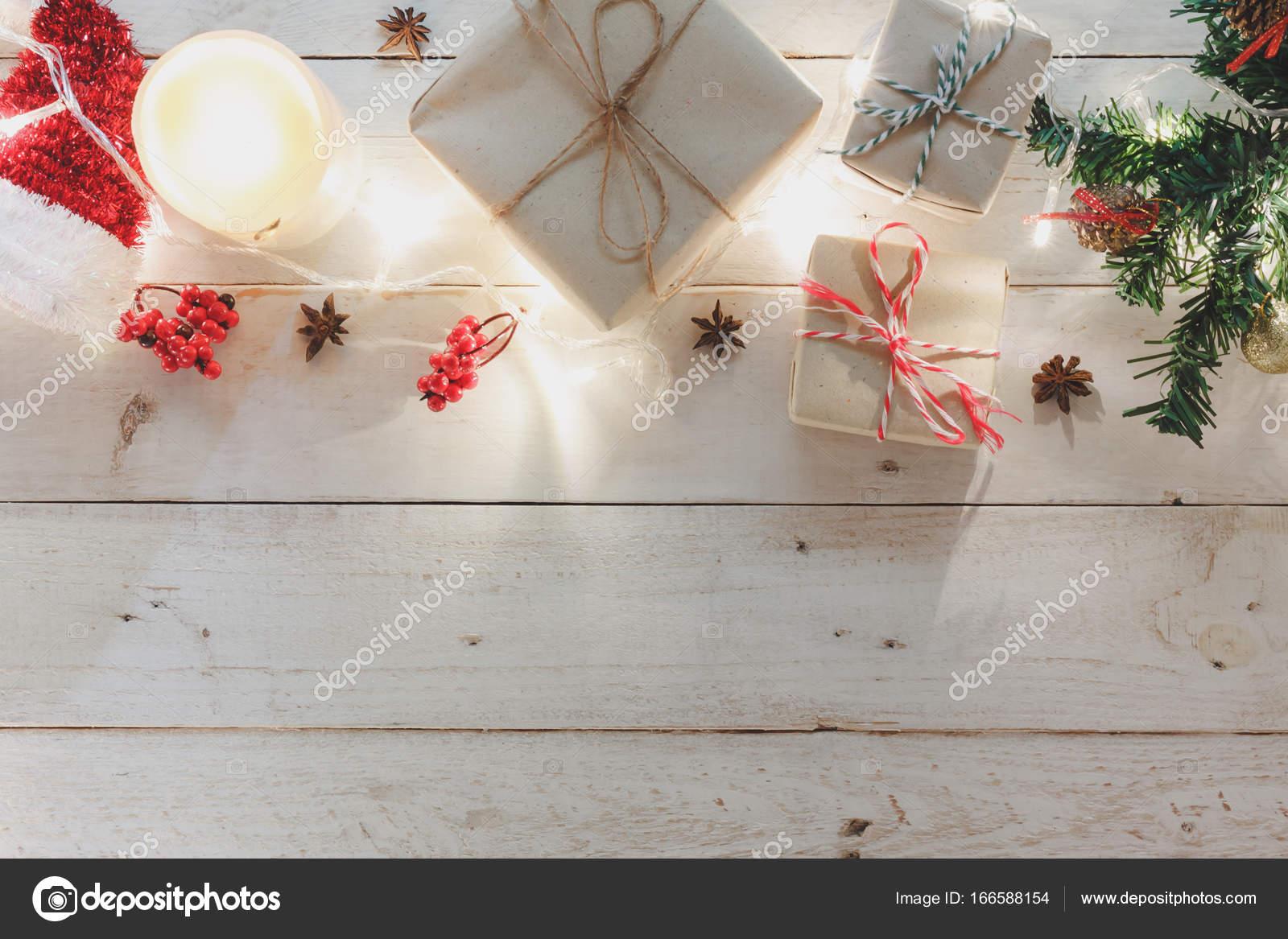 Decorazioni Ufficio Natale : Vista dall alto di ornamenti e decorazione di buon natale e felice