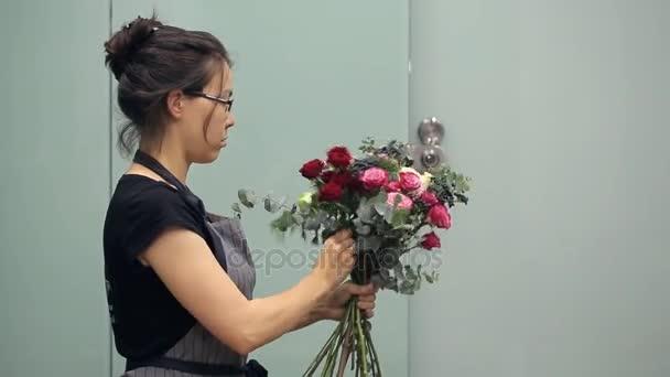 Květinářství s všechny koncentrace sbírá květiny kytice
