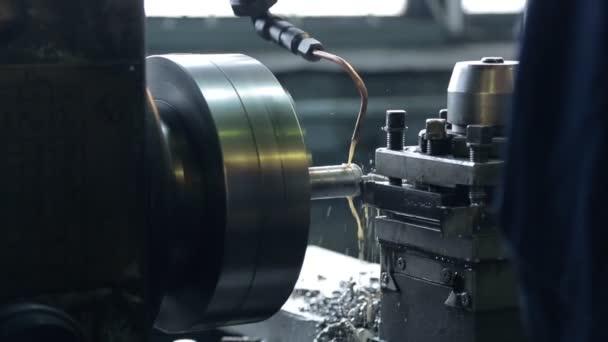Frézovací stroj emulze s přísadami do kovu