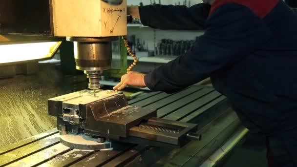 pracovní upravit přívod chladicí kapaliny o práci vrtačku na mlýn