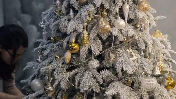 doladění na zdobení vánočního stromu