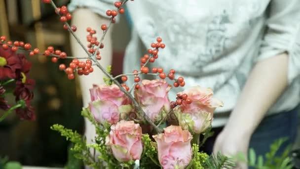 Virágboltok teszi virág elrendezése a táblázat belsejében tároló