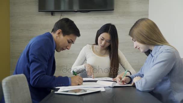 Tým tří mladých odborníků úzce spolupracuje na projektu v úřadu