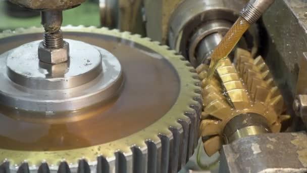 Detail mechanismus umožňuje svislé drážky v pastorku s olejem