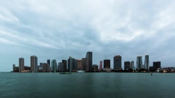 Lasso di tempo tramonto sopra lato centro lungomare di Miami, Florida. Stati Uniti dAmerica