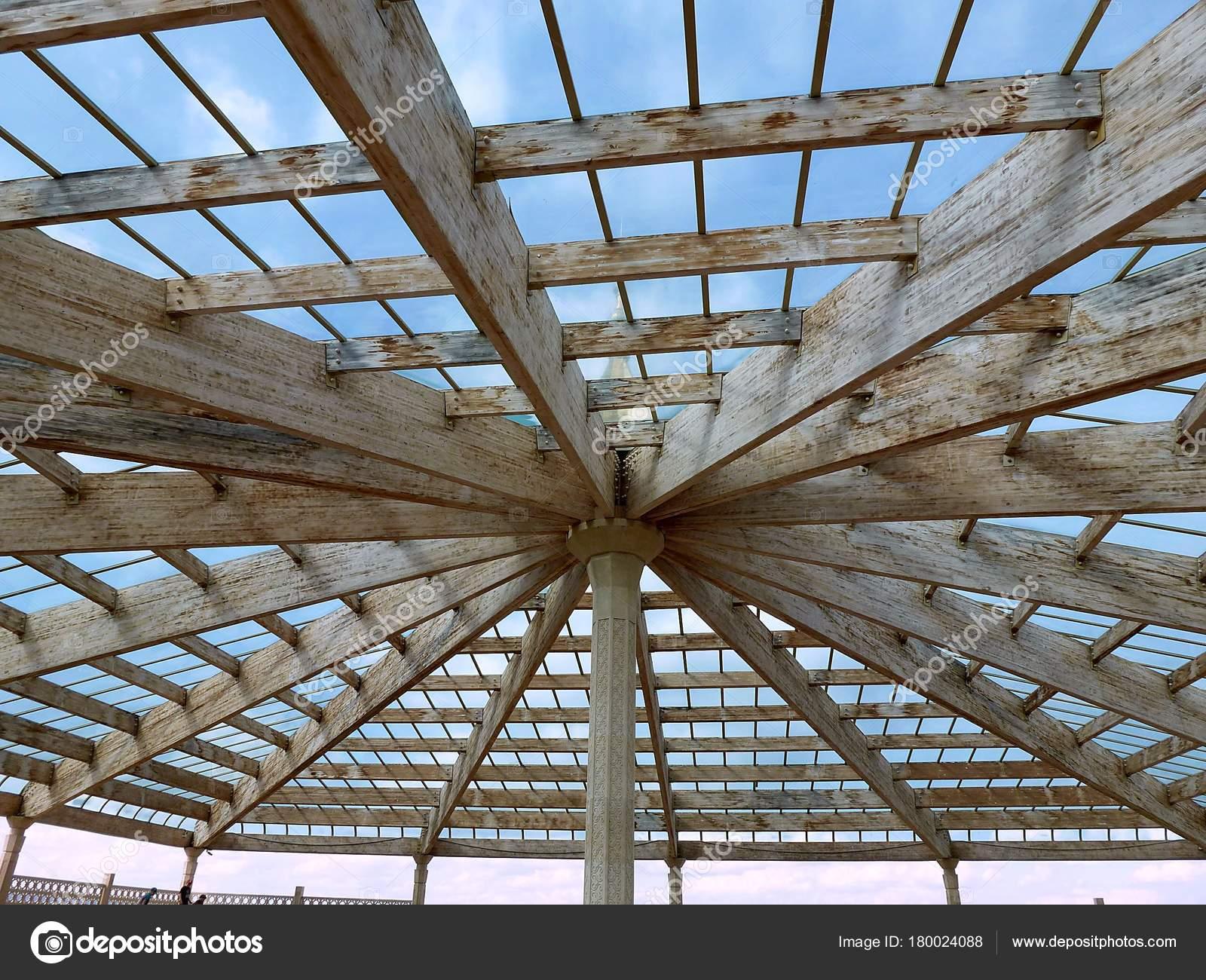 Soffitti Con Travi In Legno : Tetto trasparente con travi legno tetto vetro trasparente con