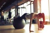 Fotografie Krásná žena, trénink v tělocvičně