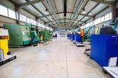Továrna s cnc stroje