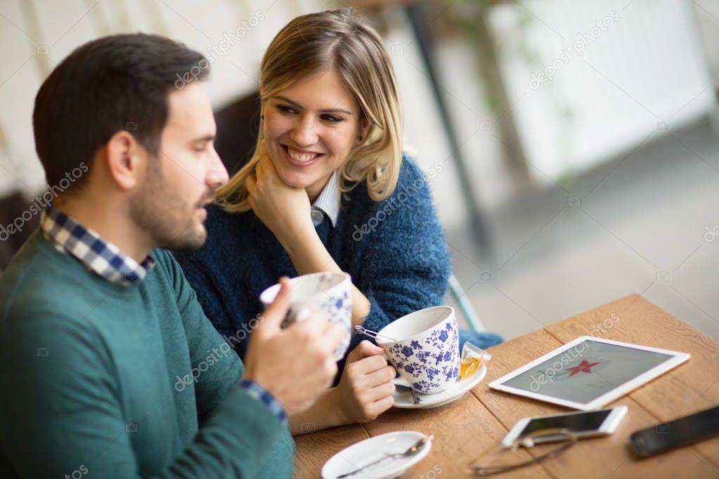 Dingen om te weten voordat dating een gevoelige man
