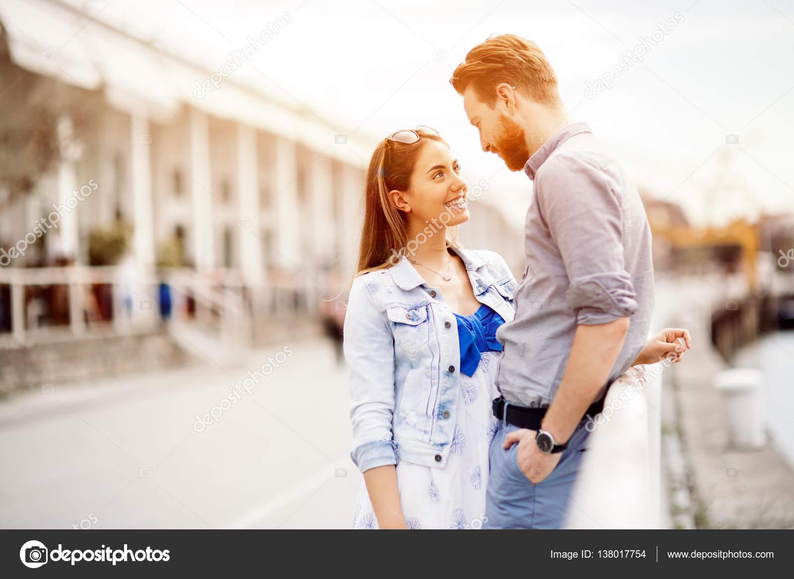 Dos Personas Enamoradas Fotos De Stock Nd3000 138017754