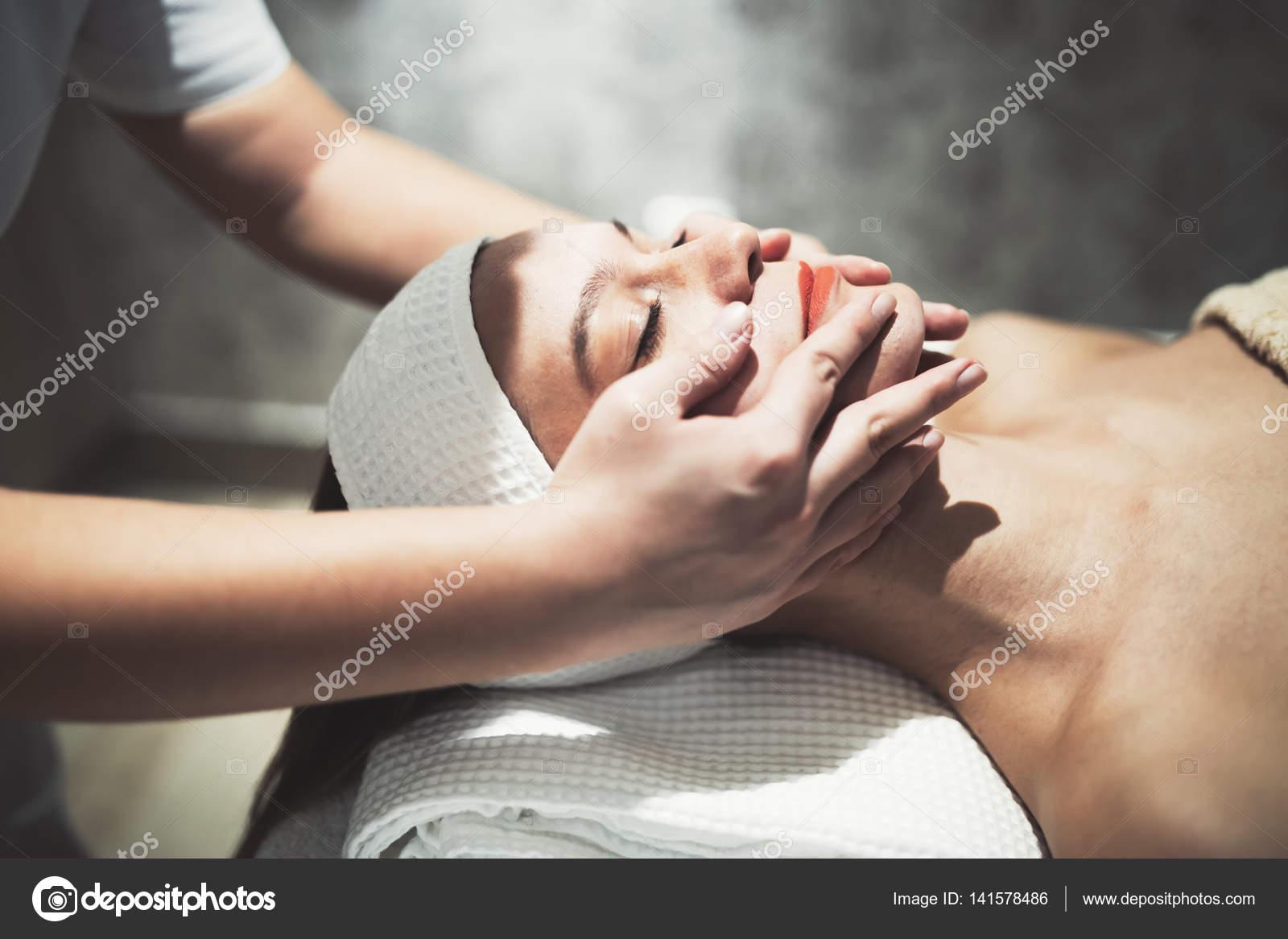 Девушки отдых массаж девушка сделает эротический массаж