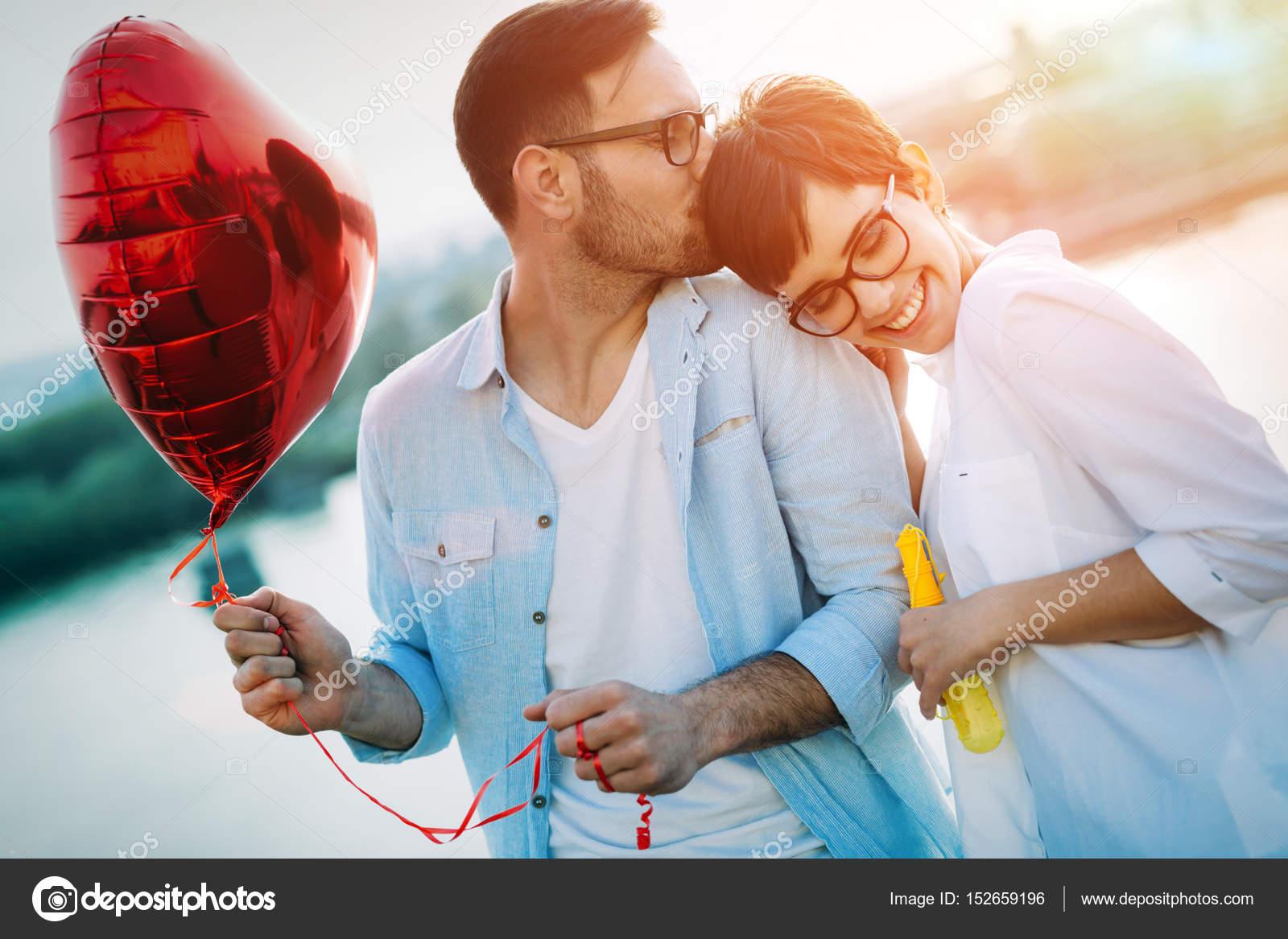 Романтические знакомства любовь знакомство по интернету хорошо или плохо
