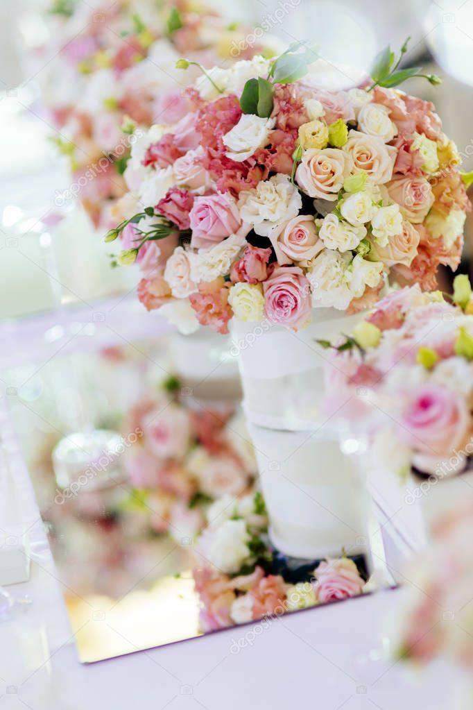 D coration avec des belles roses photographie nd3000 for Decoration avec des roses