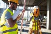 Portrét stavebních inženýrů pracuje