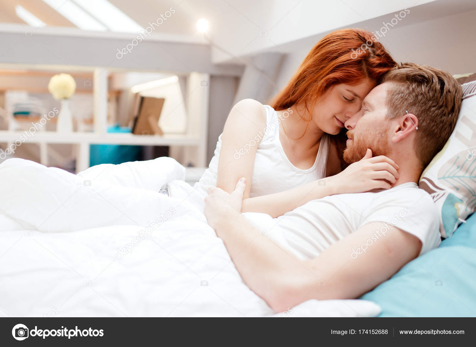 Romantic pictures of in bed for Love bedroom photo
