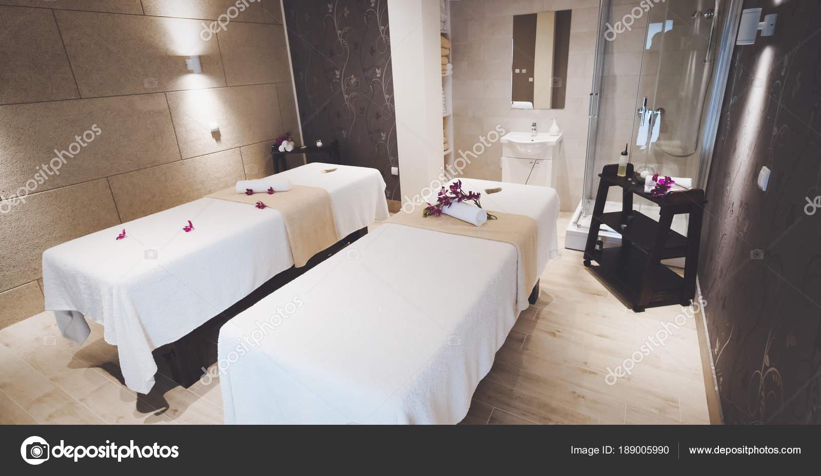 Innere Des Gemütlichen Professionelle Massage Salon Schön Dekoriert ...