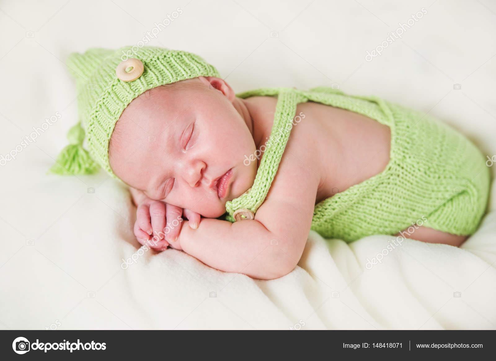 Yeni Doğan Bebek Örgü Tulum