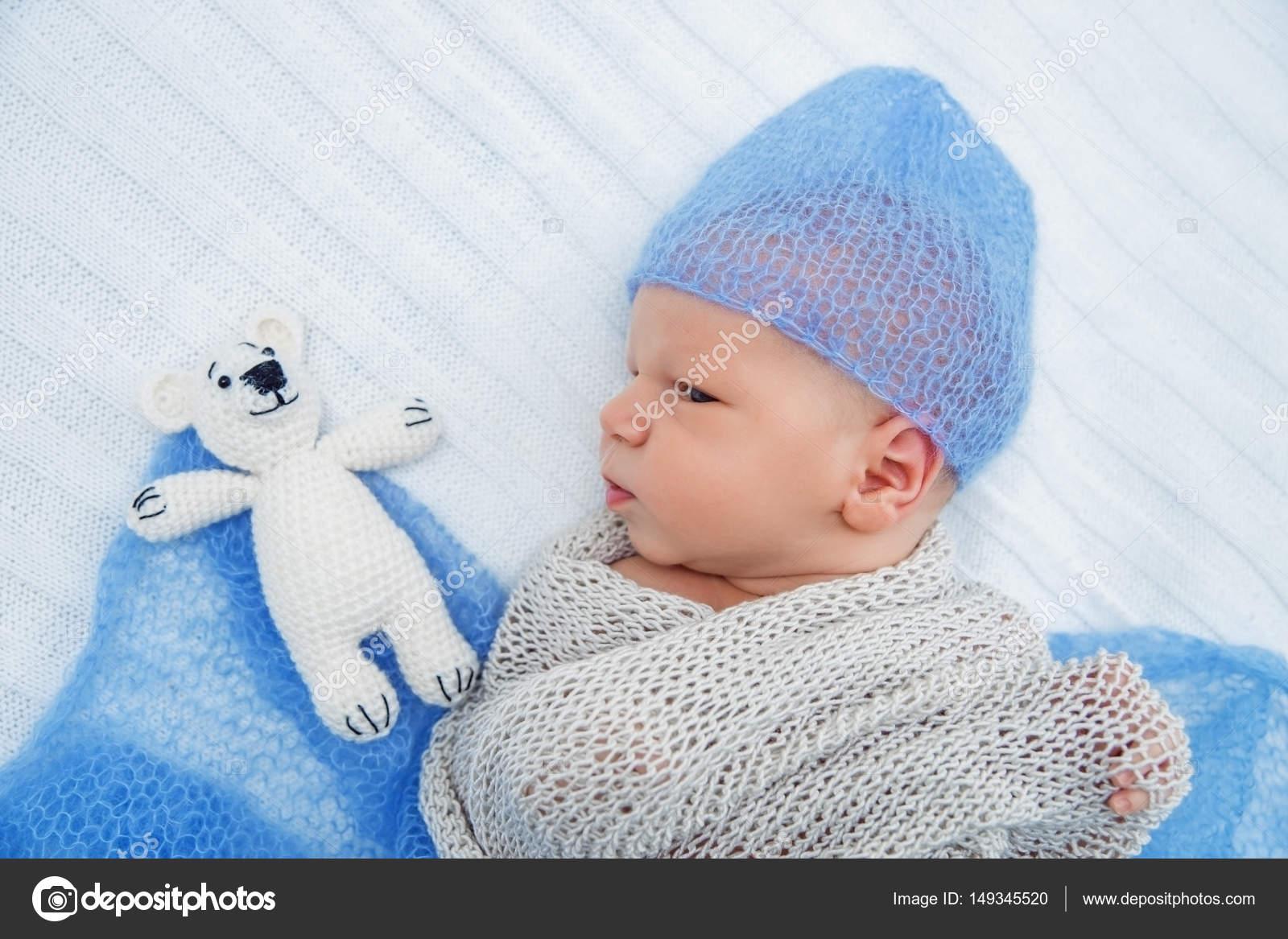 Stickad mössa nyfödd