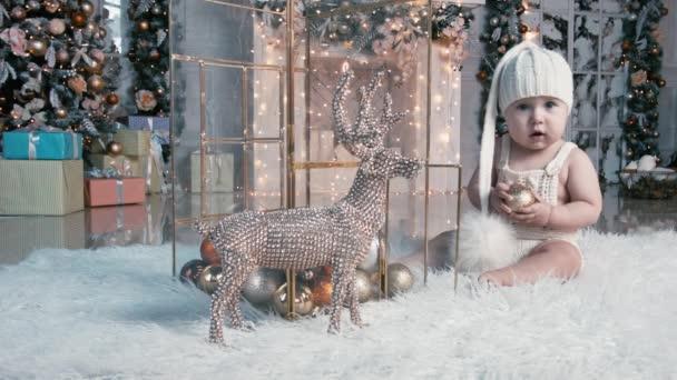 Weihnachten Kind spielen, sich freuen