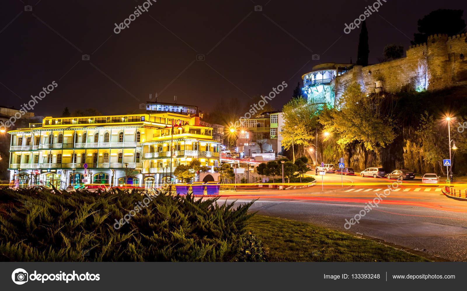 Vista Nocturna Del Balcón Y La Terraza Del Palacio De La