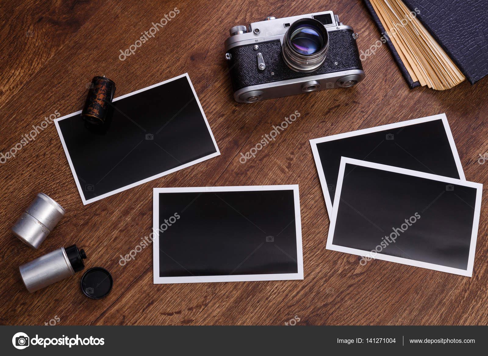 Cámara de fotos vintage. Marcos de fotos en blanco — Foto de stock ...