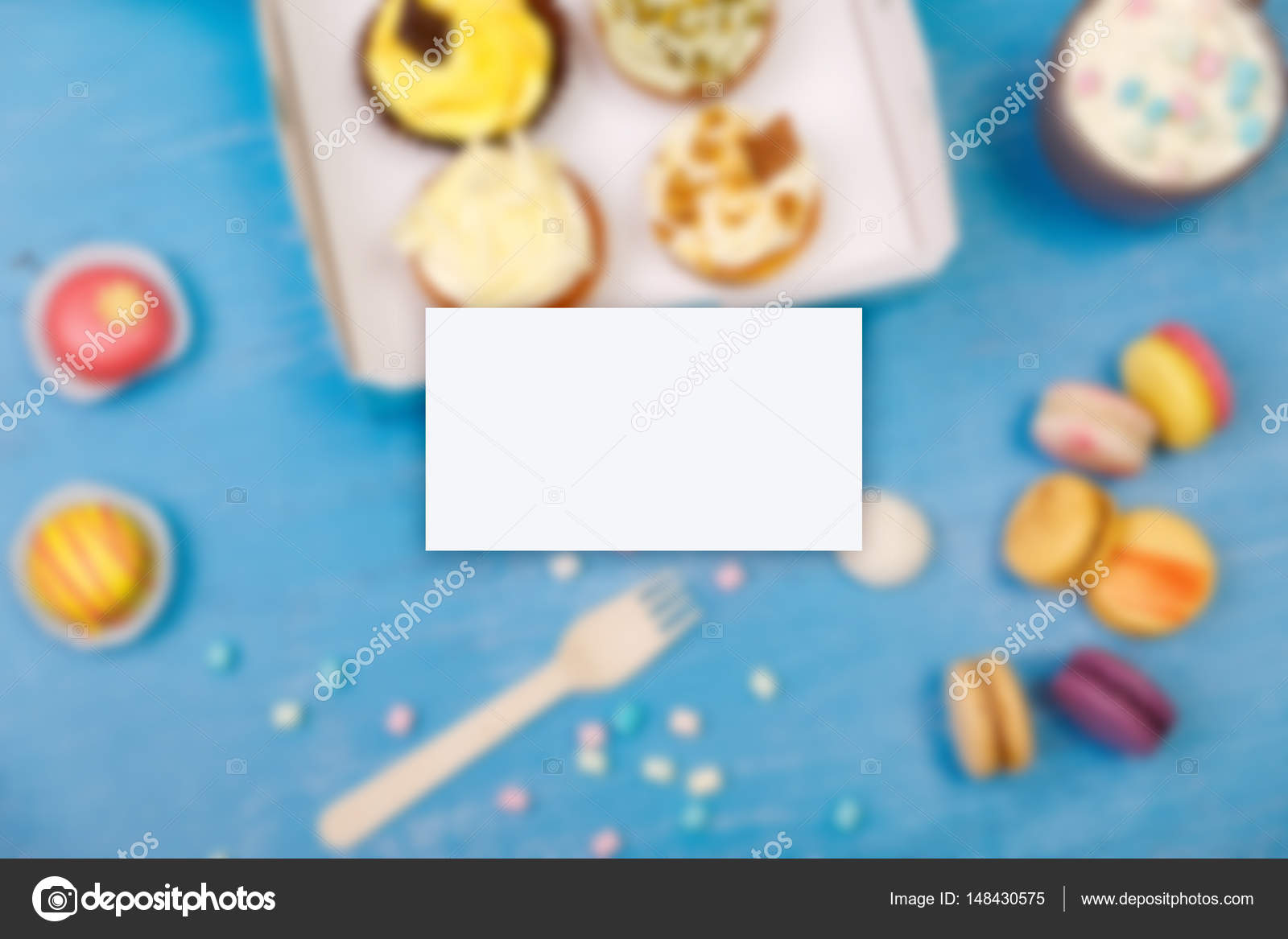 Business card mockup. Cupcakes and macaroons. — Stock Photo ...