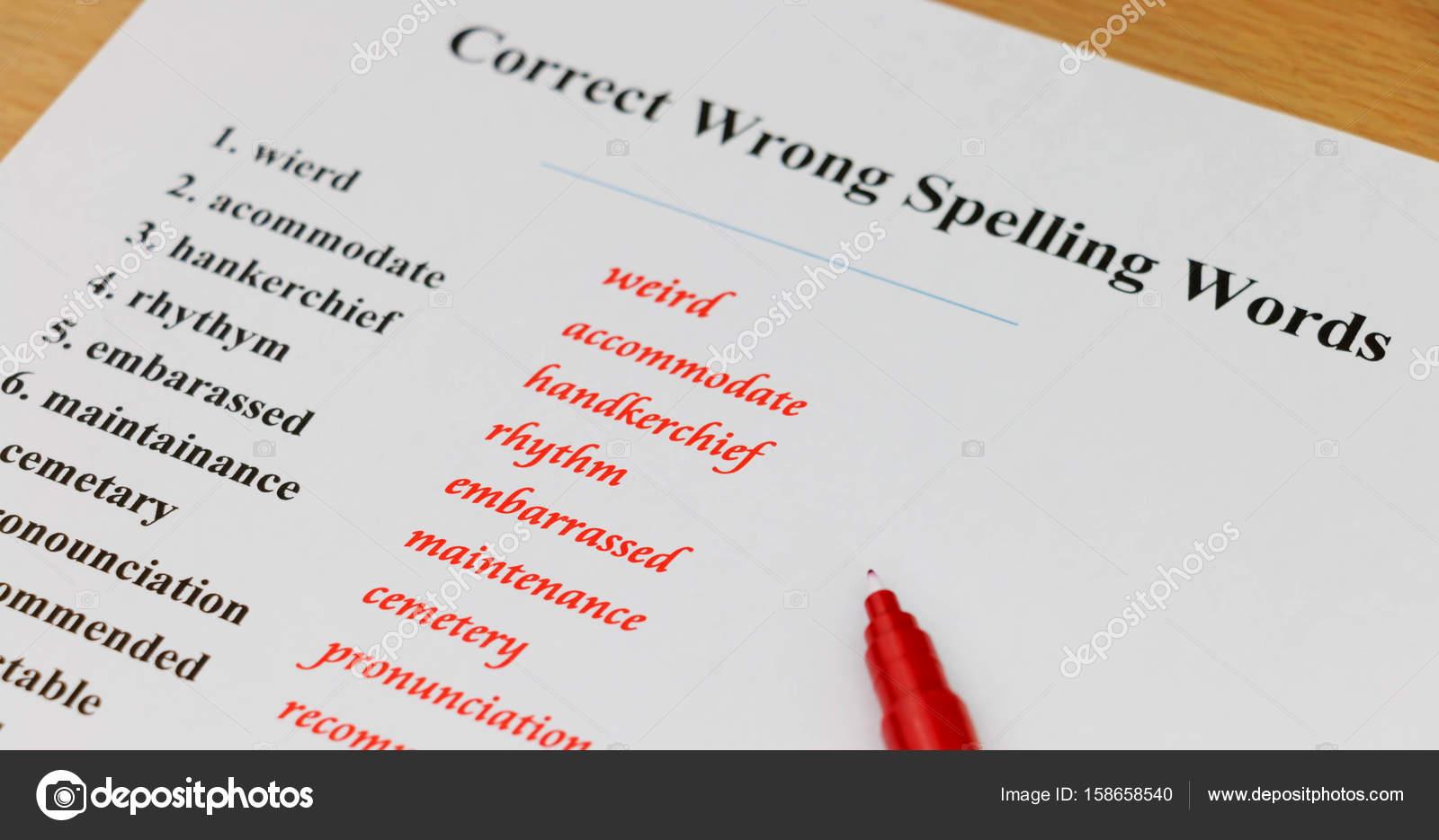 hoja de ortografía sobre mesa — Fotos de Stock © lamaip #158658540