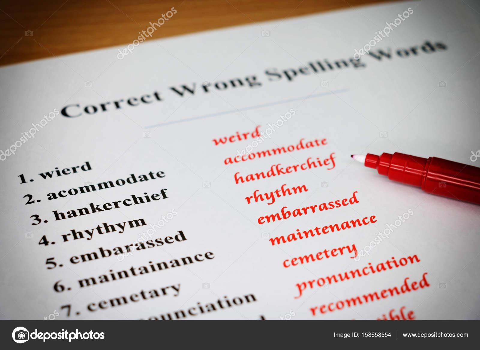 hoja de ortografía sobre mesa — Fotos de Stock © lamaip #158658554