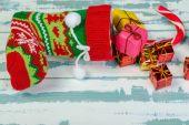 Composizione in Natale con una calza di Natale. Il brodo di Natale