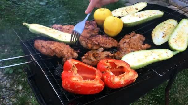 Marinované vynikající přípravě vepřového masa a zeleniny přes na grilování. Nebo pečené hovězí na gril. Detail.
