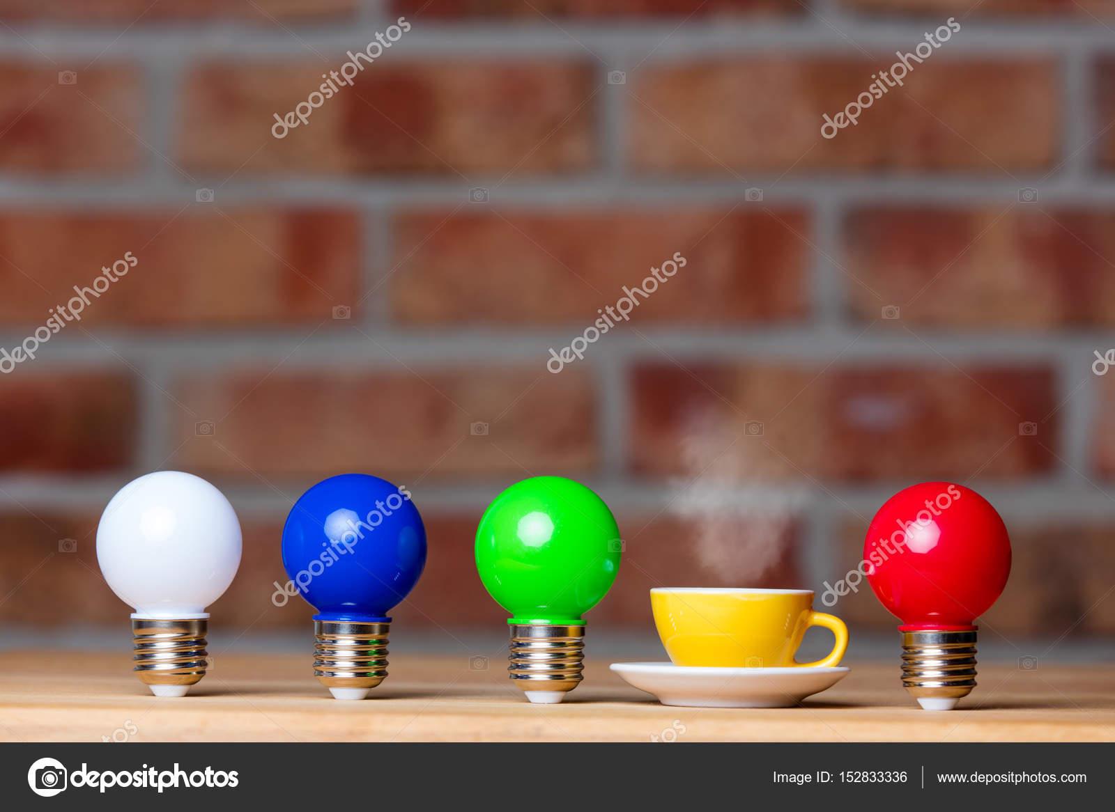 Lampadine colorate u foto stock verasimon