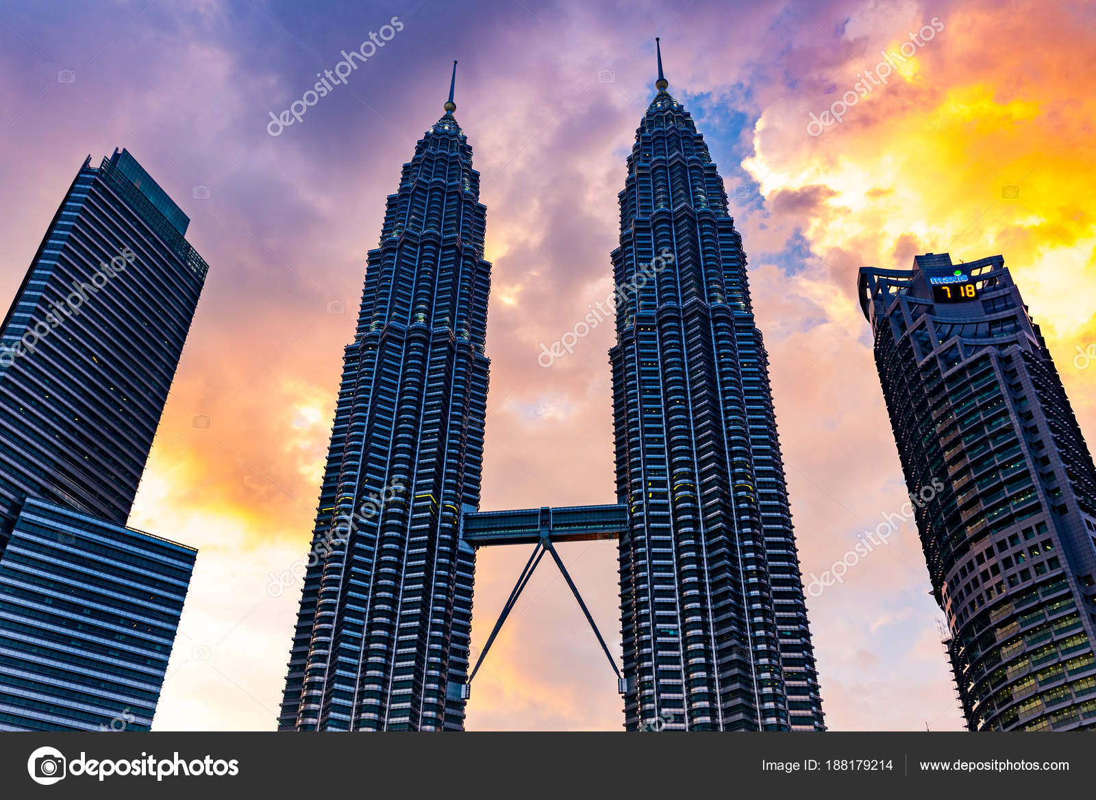 Petronas Twin Towers – Stock Editorial Photo © ermakovep