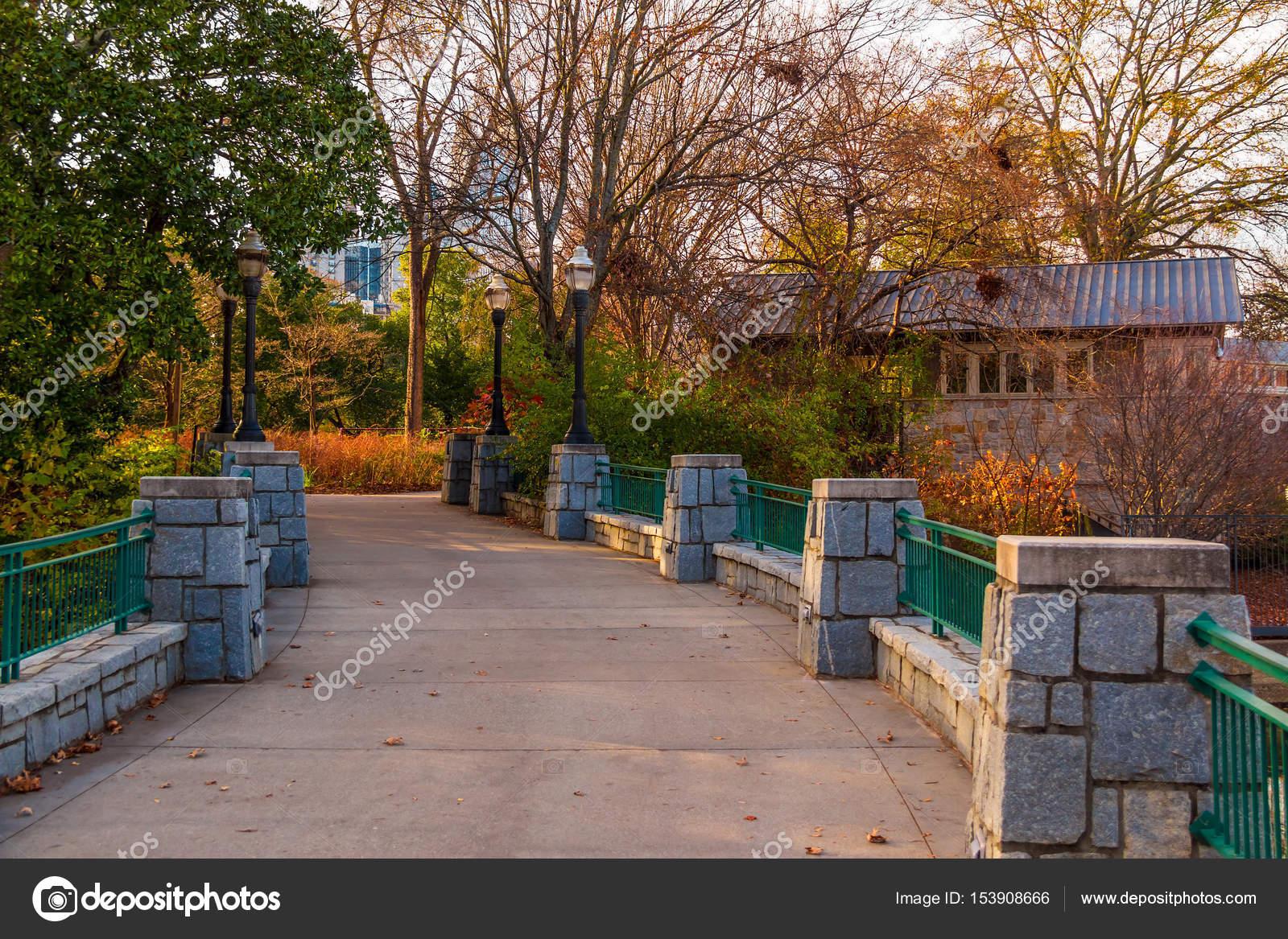 Bridge in Piedmont Park, Atlanta, USA — Stock Photo