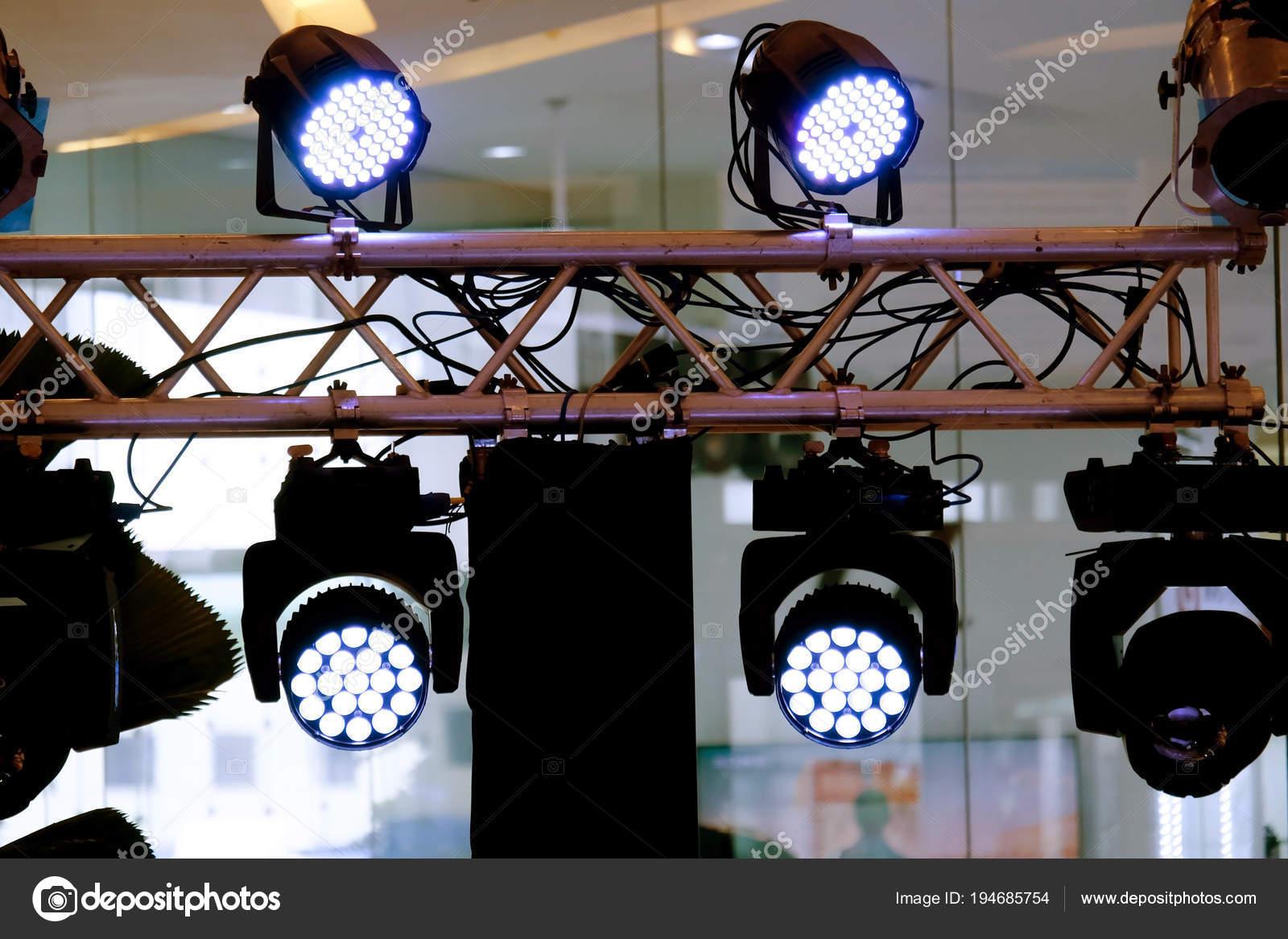 led verlichting apparatuur gekleurde led par fase professionele verlichting apparaat stockfoto