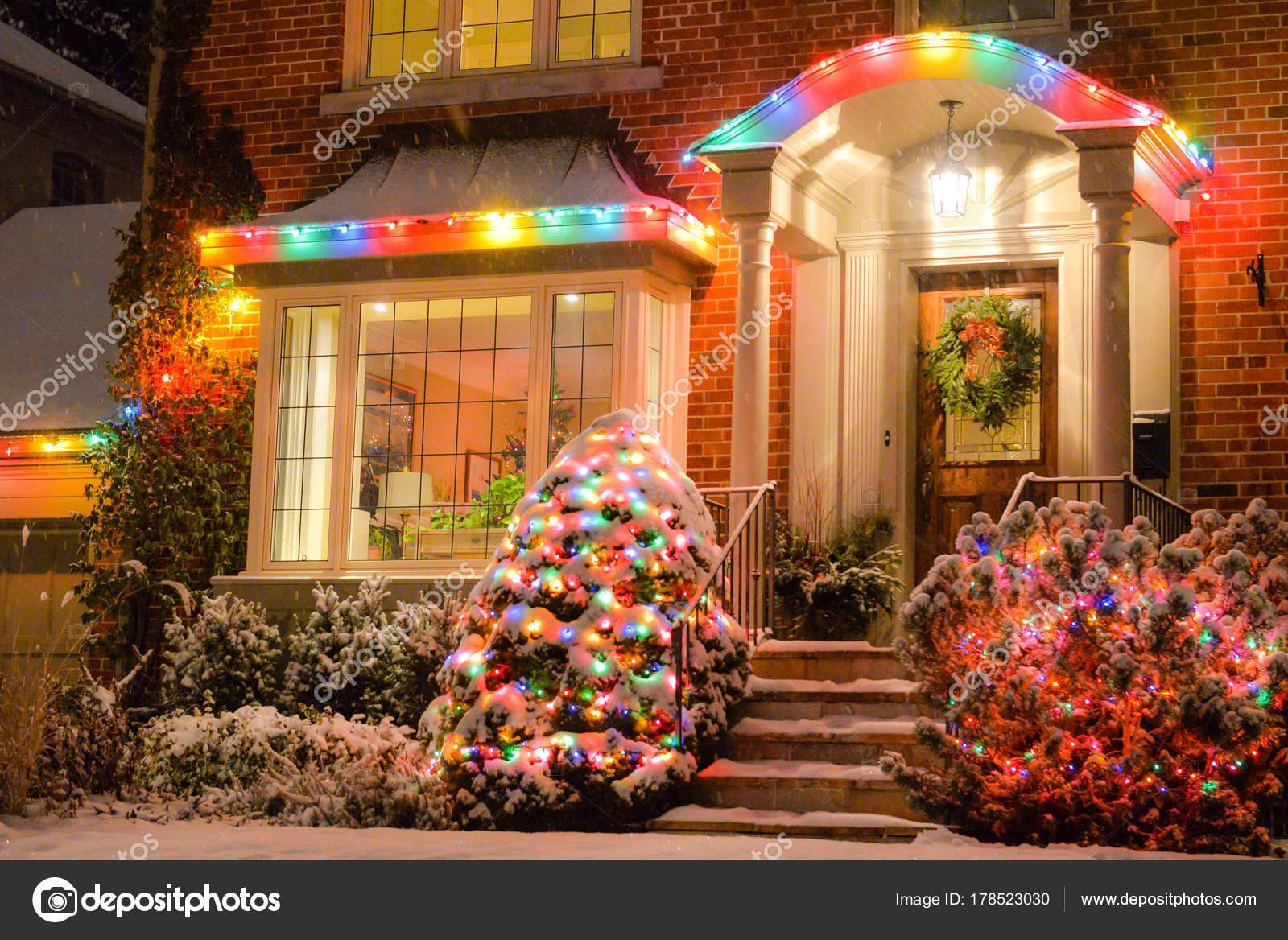 Fotos Casas Decoradas Navidad.Casa Decorada Con Luces Navidad Fotos De Stock C Pftrip